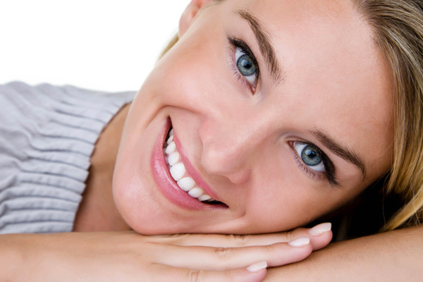 De belles dents avec facette ou blanchiment.