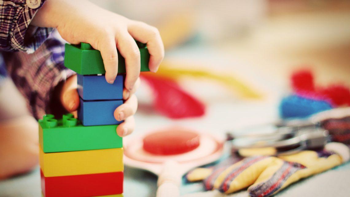 Favoriser les apprentissages des enfants avec les activités créatives