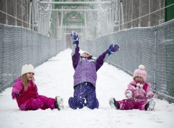 Laisser son enfant profiter de la neige